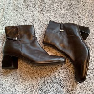 Unisa short ankle brown boots size 8.5 B